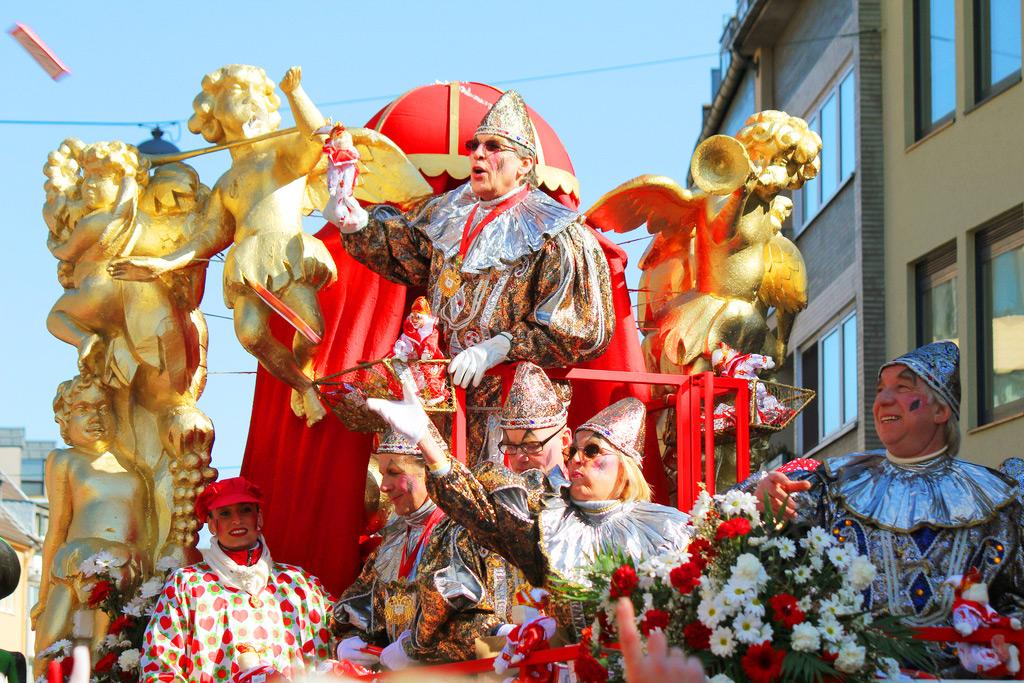 5 день Карнавал Rosenmontag – в Кёльне. Во второй половине дня – экскурсия в Коммерн. Ночлег в Кёльне.